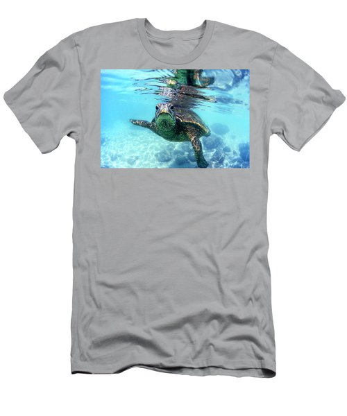 friendly Hawaiian sea turtle  Men's T-Shirt (Athletic Fit)
