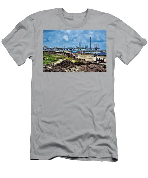 Fun On The Beach Men's T-Shirt (Athletic Fit)