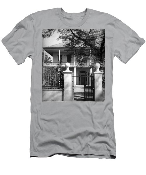 Gated Colonial Home Men's T-Shirt (Athletic Fit)