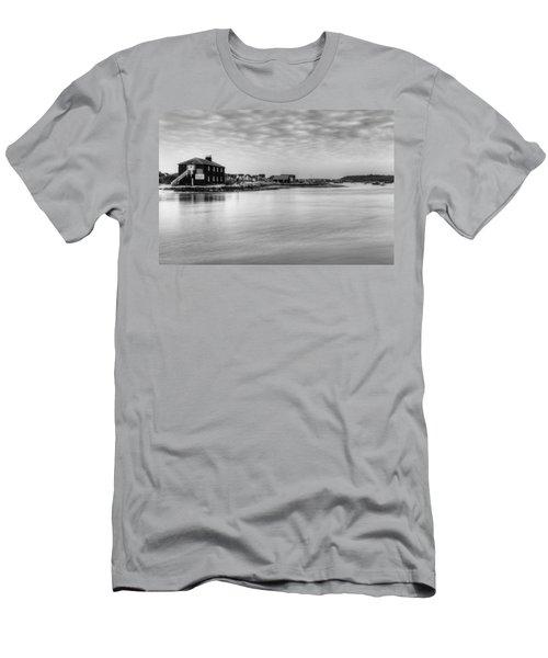 Hengistbury Huts Men's T-Shirt (Athletic Fit)