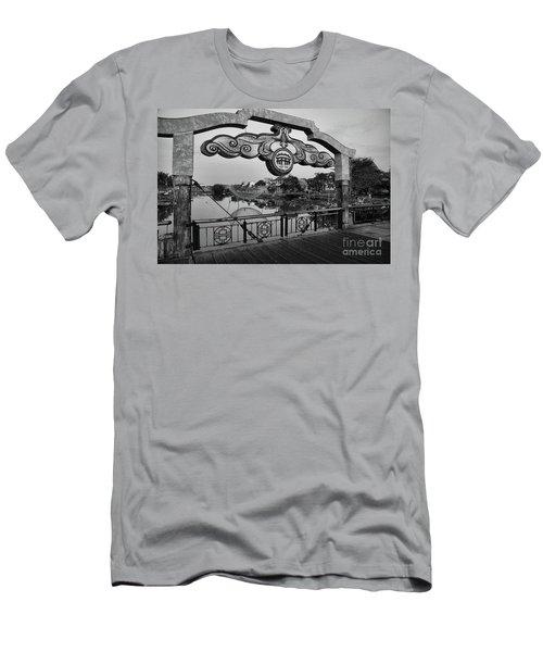 Hoi An Bridge Sign  Men's T-Shirt (Athletic Fit)