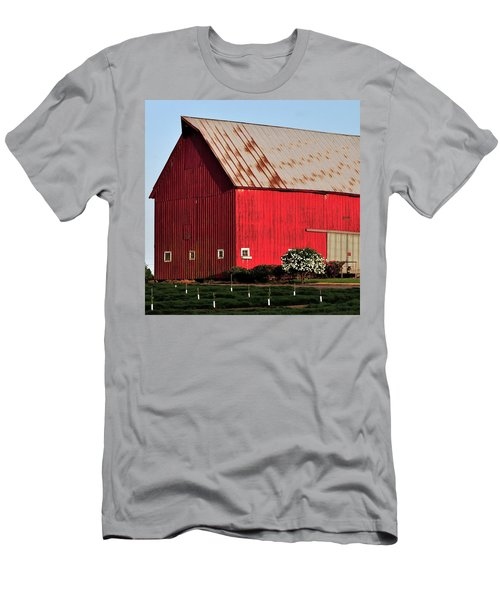 Hwy 47 Red Barn 21x21 Men's T-Shirt (Slim Fit) by Jerry Sodorff