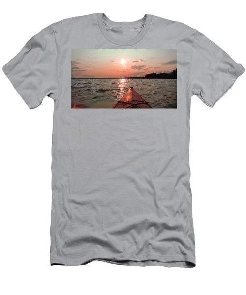 Kayak Sunset Men's T-Shirt (Athletic Fit)