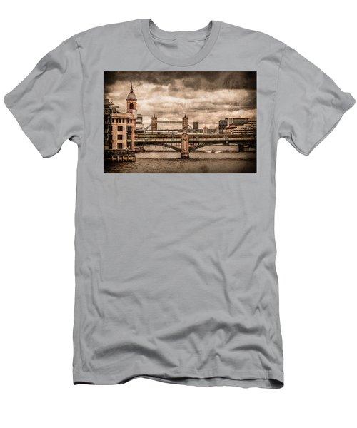 London, England - London Bridges Men's T-Shirt (Athletic Fit)
