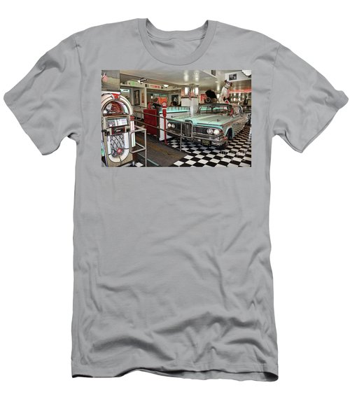Loris Diner In San Francisco Men's T-Shirt (Athletic Fit)