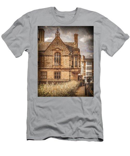 Oxford, England - Merton Street Men's T-Shirt (Athletic Fit)