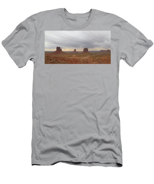 Monument Valley Panorama Men's T-Shirt (Athletic Fit)