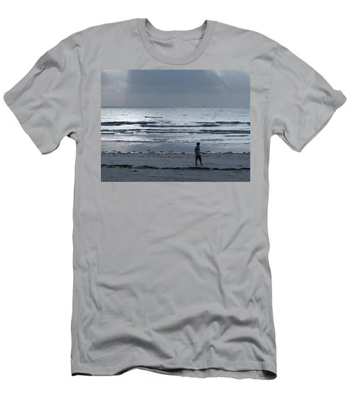 Morning Beach Walk On A Grey Day - Lone Dhow Men's T-Shirt (Athletic Fit)
