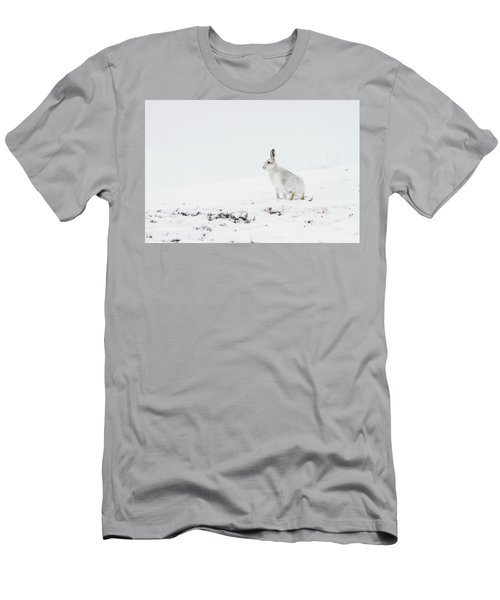 Mountain Hare Side On Men's T-Shirt (Athletic Fit)