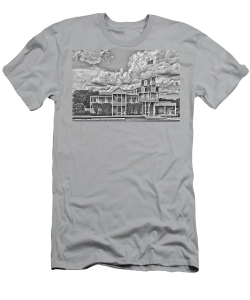 National Museum Of The Pacific War Men's T-Shirt (Athletic Fit)