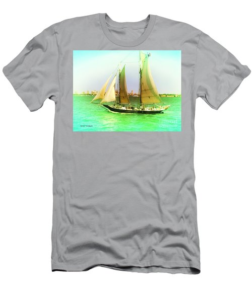 Nyc Sailing Men's T-Shirt (Athletic Fit)