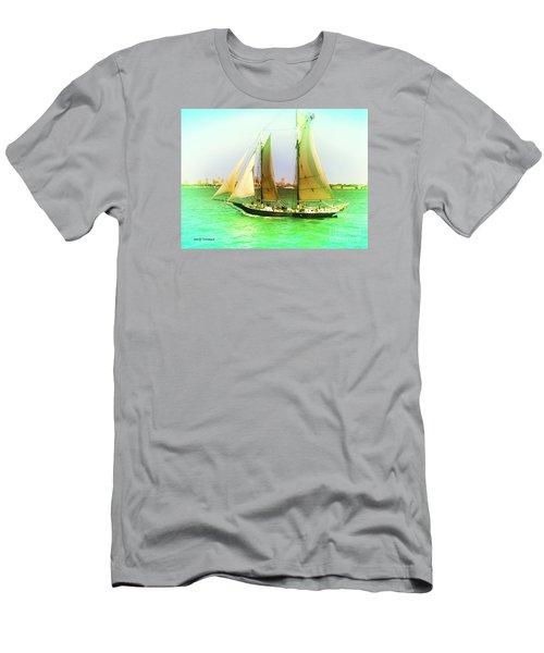 Nyc Sailing Men's T-Shirt (Slim Fit)