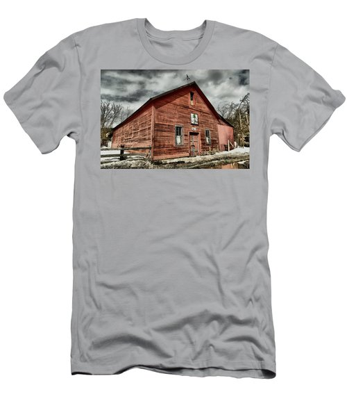 Men's T-Shirt (Slim Fit) featuring the photograph Old Barn In Roslyn Wa by Jeff Swan