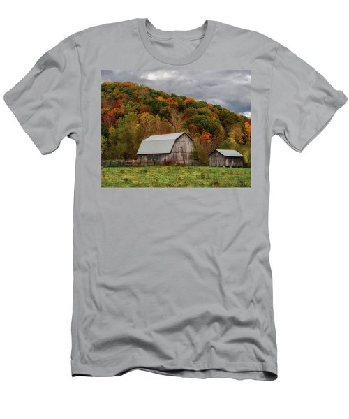 Old Barns Of Beauty In Ohio  Men's T-Shirt (Athletic Fit)