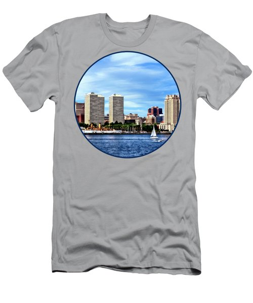 Philadelphia Pa Skyline Men's T-Shirt (Athletic Fit)