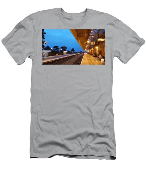 Railway Vanishing Point Men's T-Shirt (Athletic Fit)