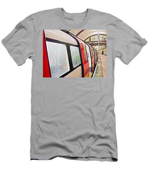 Rainy London Day Men's T-Shirt (Athletic Fit)