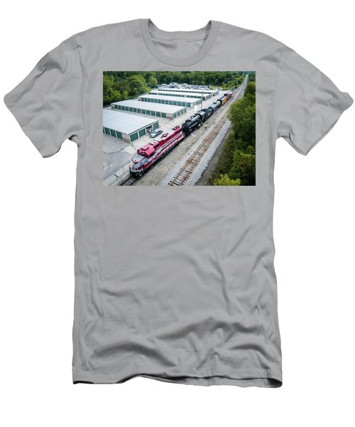 Men's T-Shirt (Athletic Fit) featuring the photograph Soo 1003 At Waukesha by Randy Scherkenbach