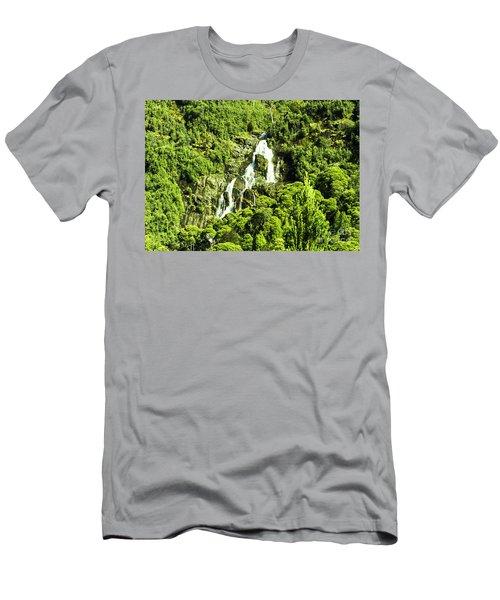 St Columba Falls Tasmania Men's T-Shirt (Athletic Fit)