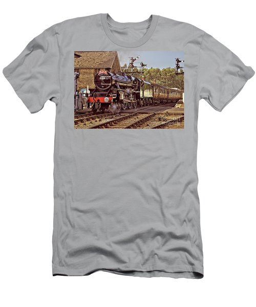 Steam Loco On Yorkshire Railway Men's T-Shirt (Athletic Fit)