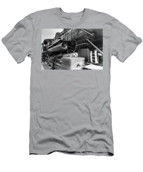 Steam Locomotive Side View Men's T-Shirt (Athletic Fit)