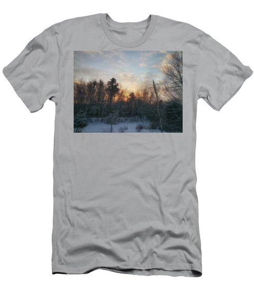 Sundown Winter New England Men's T-Shirt (Athletic Fit)