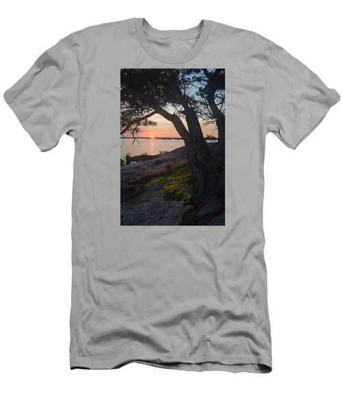 Sunrise Hopewell Island Men's T-Shirt (Athletic Fit)