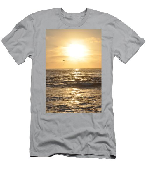 Sunset Pelican Silhouette Men's T-Shirt (Athletic Fit)