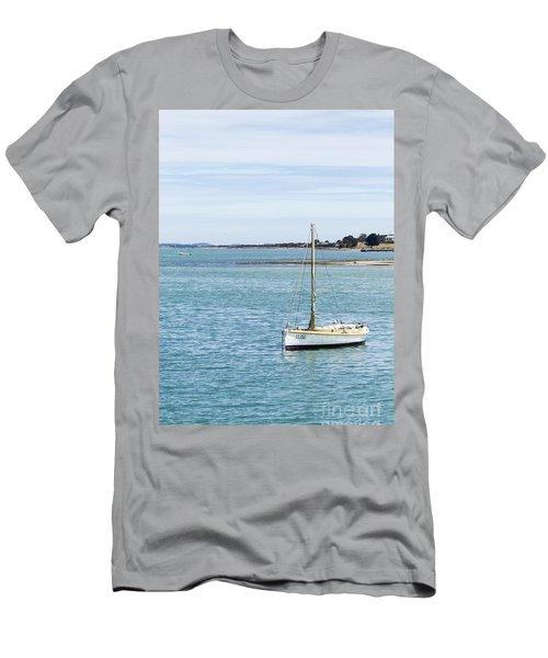 The Little Boat Men's T-Shirt (Athletic Fit)