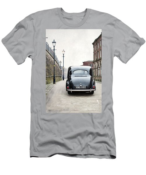 Vintage Car On A Cobbled Street Men's T-Shirt (Athletic Fit)