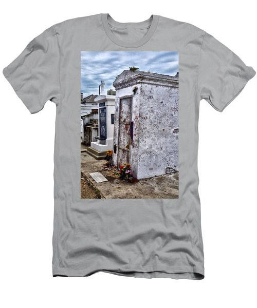 Voodoo Queen Marie Laveau's Tomb Men's T-Shirt (Athletic Fit)