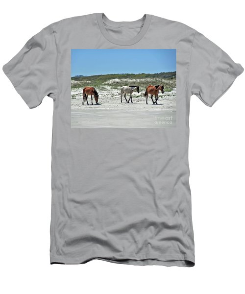 Wild Horses On The Beach Men's T-Shirt (Athletic Fit)