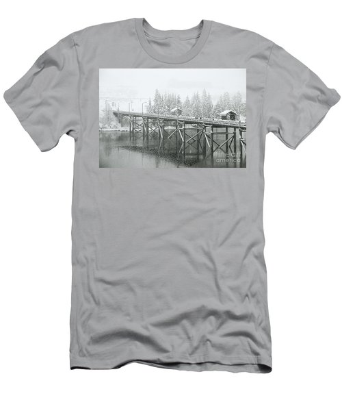 Winter Morning In The Pier Men's T-Shirt (Athletic Fit)