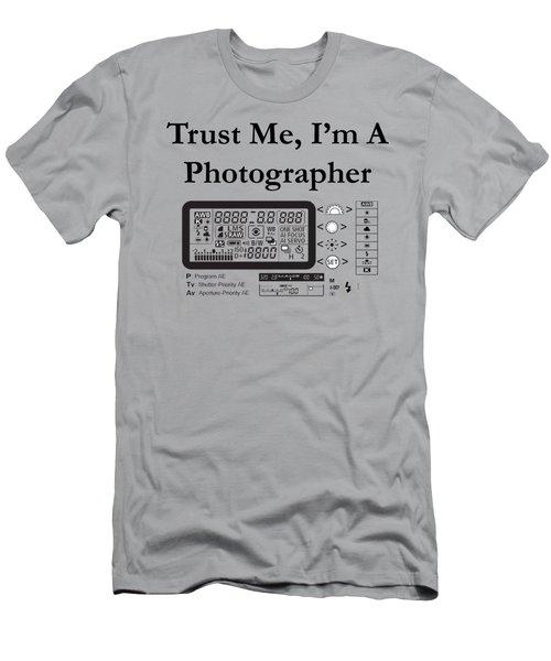 Trust Me I'm A Photographer Men's T-Shirt (Athletic Fit)
