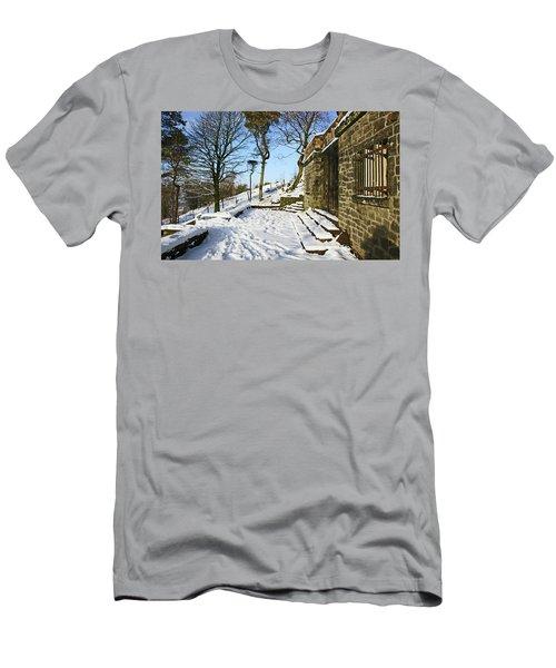 30/01/19  Rivington. Summerhouse In The Snow. Men's T-Shirt (Athletic Fit)