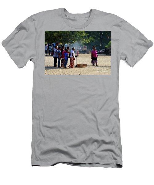 Hindu Tamil Worshippers Make Offerings At Compound Of Nallur Kandaswamy Temple Jaffna Sri Lanka Men's T-Shirt (Athletic Fit)