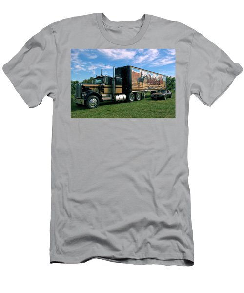 Smokey And The Bandit Tribute  Kenworth W900 Black And Gold Semi Truck Men's T-Shirt (Athletic Fit)
