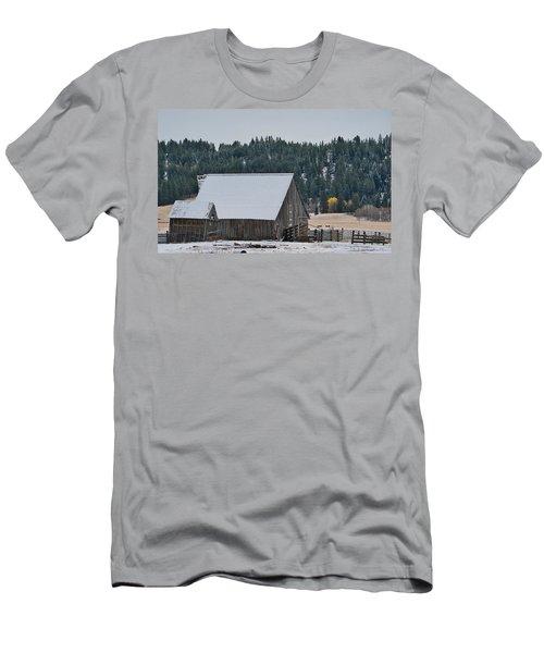 Snowy Barn Yellow Tree Men's T-Shirt (Athletic Fit)