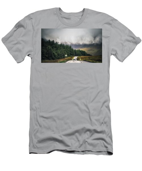 Towards The Fairy Pools Men's T-Shirt (Athletic Fit)