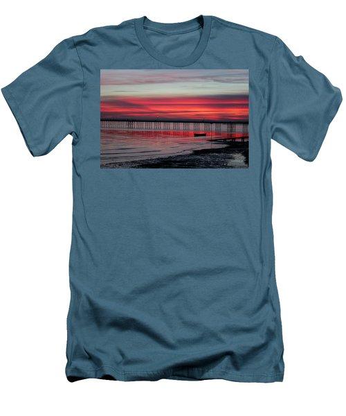 Southend Pier Sunset Men's T-Shirt (Athletic Fit)
