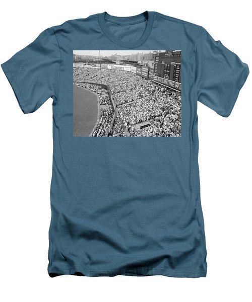 1940s 1950s Large Crowd Yankee Stadium Men's T-Shirt (Athletic Fit)