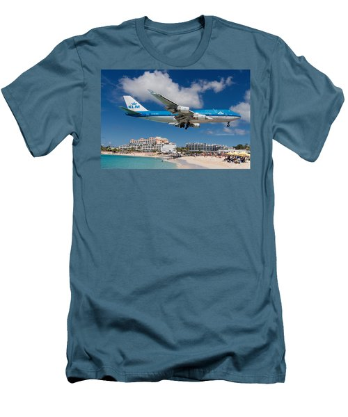 K L M Landing At St. Maarten Men's T-Shirt (Slim Fit) by David Gleeson
