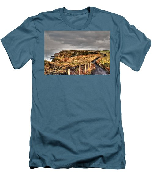 A' Druim Men's T-Shirt (Athletic Fit)