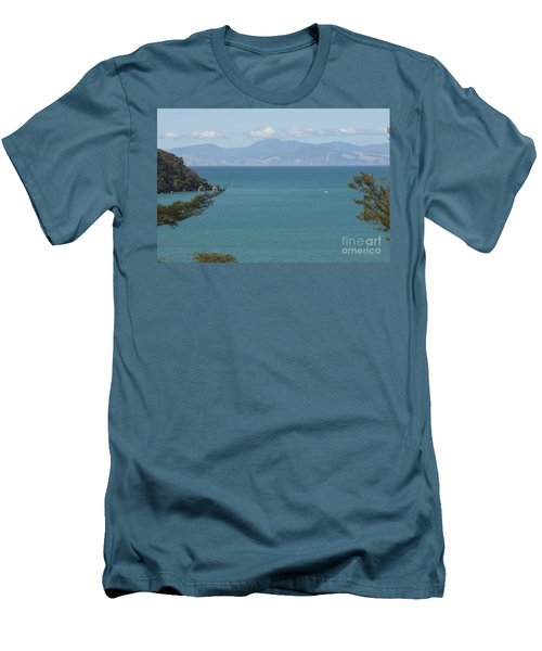 Abel Tasman Split Apple Bay New Zealand Men's T-Shirt (Slim Fit)