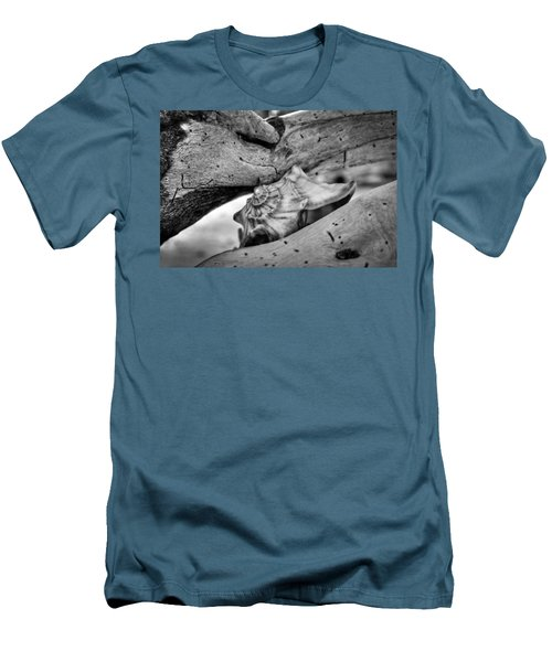 Conch Shell One Men's T-Shirt (Athletic Fit)
