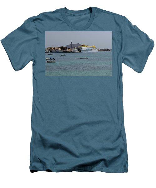 Corralejo Harbour Men's T-Shirt (Athletic Fit)