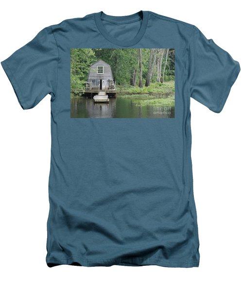 Emerson Boathouse Concord Massachusetts Men's T-Shirt (Athletic Fit)