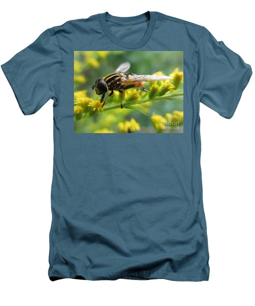 Good Guy Hoverfly  Men's T-Shirt (Athletic Fit)