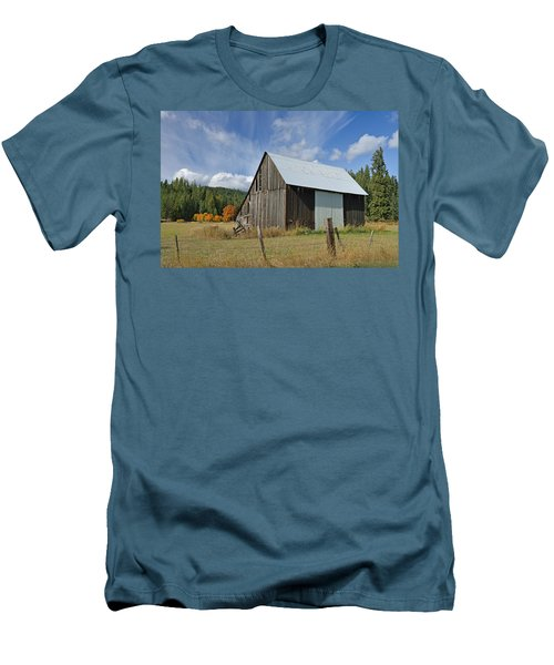 Hardy Creek Road Barn Men's T-Shirt (Athletic Fit)