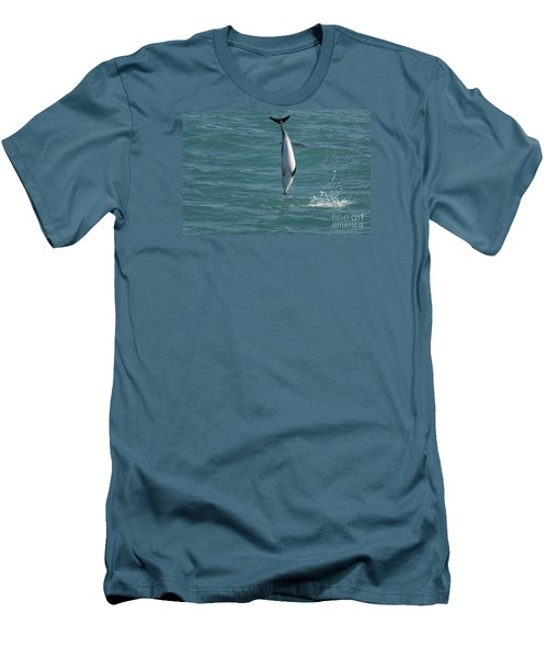 Hector Dolphin Diving Men's T-Shirt (Athletic Fit)